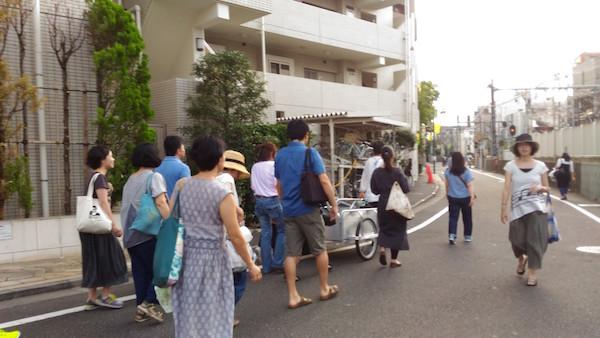 Following the shopping cart around Ekoda shopping streets in Tokyo
